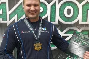 Брянский богатырь победил на Европейском турнире по армлифтингу