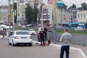 В Брянске девушка устроила стриптиз перед полицейскими