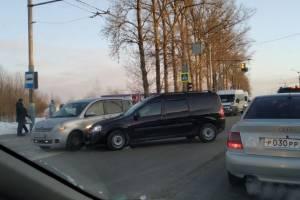 В Брянске участники ДТП перегородили дорогу у «Аэропарка»
