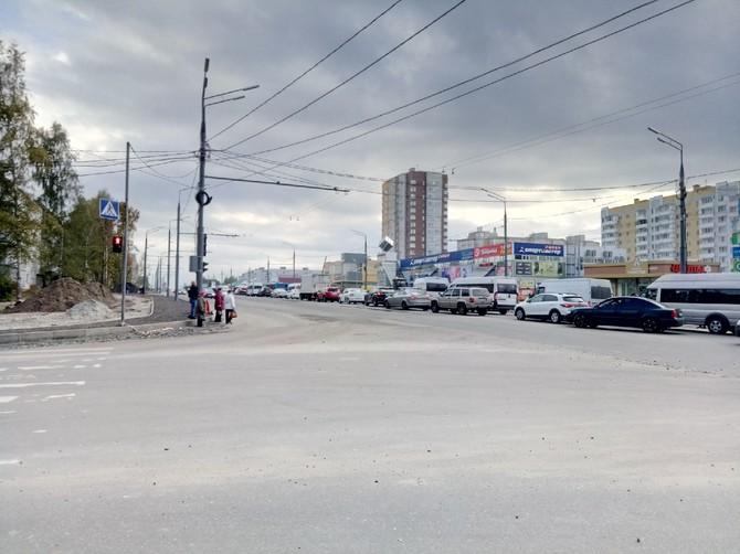 Брянск продолжает стоять в жуткой пробке из-за ремонта дорог