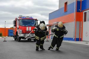 Брянские спасатели на себе вытянули 5-тонную машину