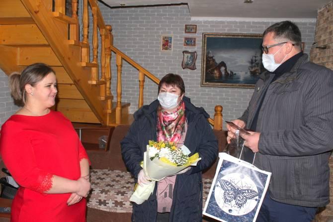 В Унечском районе поздравили матерей Героев России