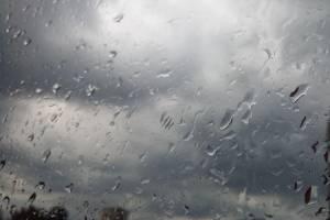 Дождь с градом обрушился на Брянск
