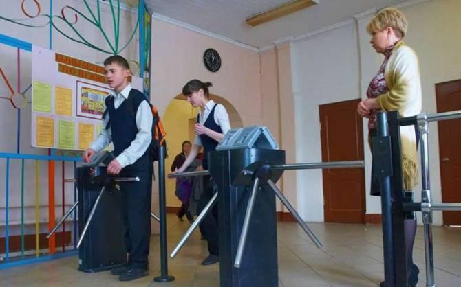 На защиту школ Брянска от террористов потратили 84 млн рублей