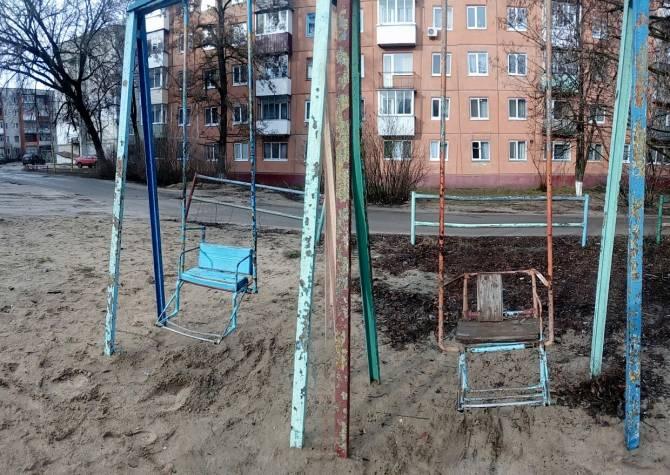 В Брянске пожаловались на «чернобыльскую» детскую площадку