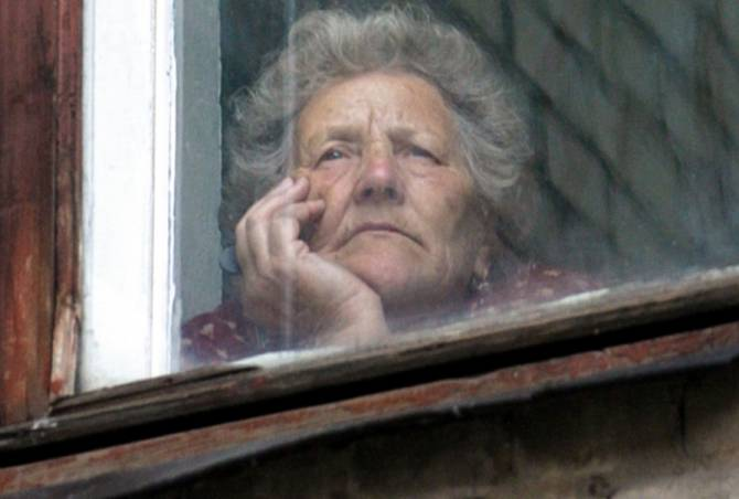 Брянских пенсионеров старше 65 лет заставили сидеть дома