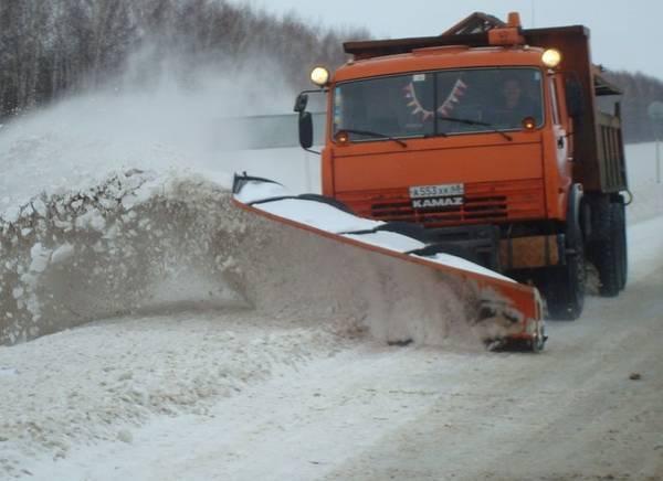 На брянские трассы на борьбу со снегом вышли 37 машин