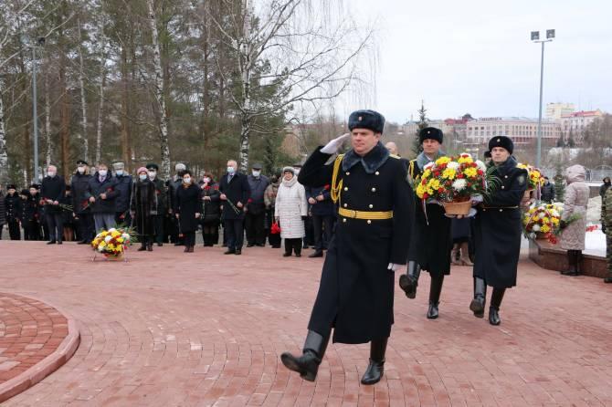 В Брянске почтили память героев-десантников 6 роты