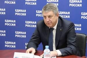 «Карьеристы и приспособленцы»: брянцы о Единой России