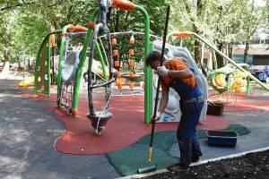 В Брянске на Володарке забыли закончить ремонт детской площадки