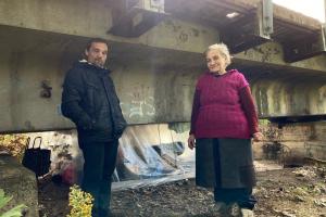 Как выжить под мостом: фоторепортаж из жилища оставшихся без дома брянцев
