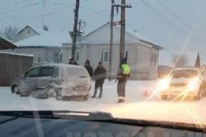 В Новозыбкове на перекрестке не разъехались две легковушки