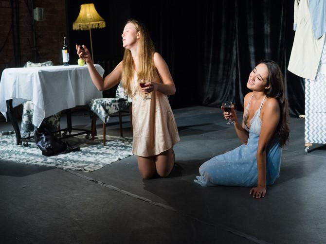 Брянцев пригласили на спектакль «Пила вино и хохотала. Белое»