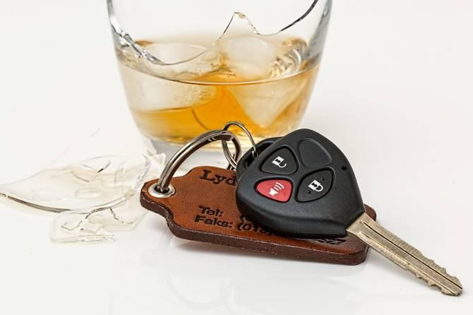 На брянской трассе перевернулся пьяный водитель на легковушке