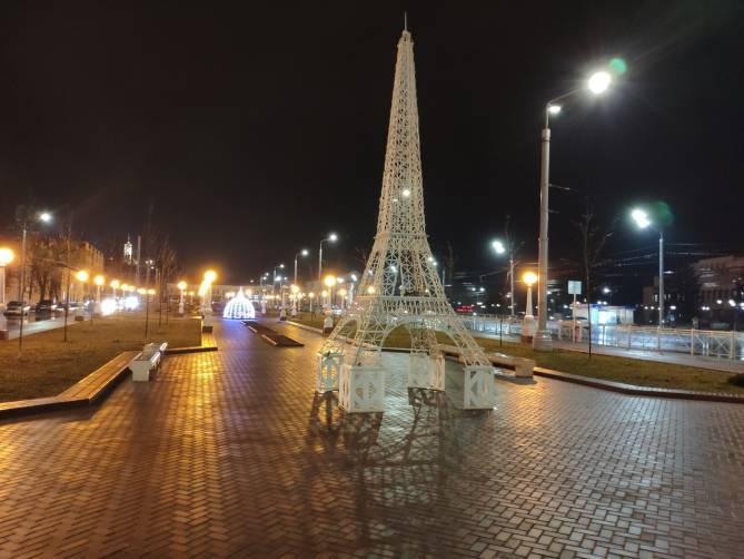 Брянскую Эйфелеву башню заметили в Семеновском сквере