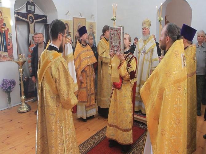 Митрополит Александр освятил Покровский храм под Выгоничами