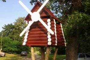 В Унече возле детской площадки появилась мельница