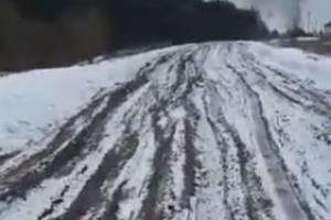 Жители брянского села из-за раскисшей дороги оказались отрезаны от цивилизации