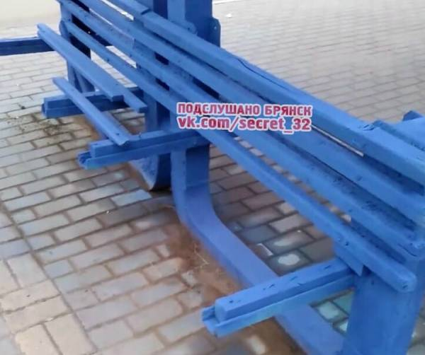Жители Брянска пожаловались на убогие и разбитые остановки