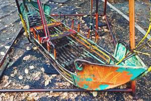 В Суземке нашли бесхозную детскую площадку