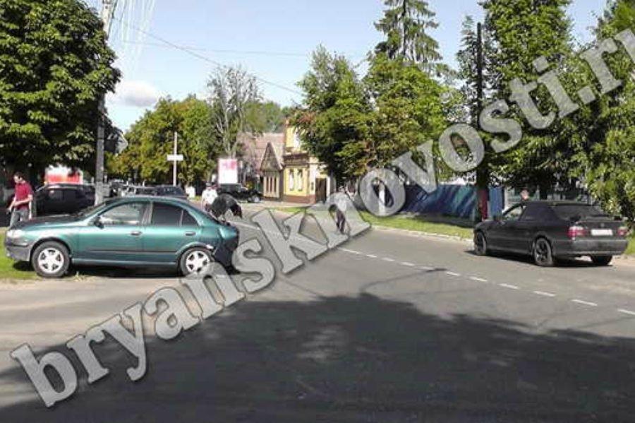 В Новозыбкове на перекрестке столкнулись «Nissan» и «BMW»