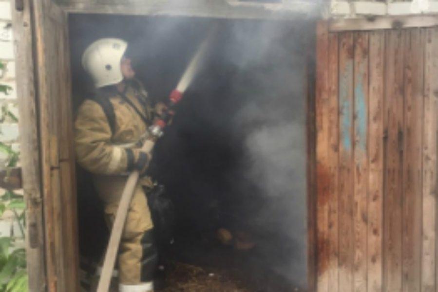 В Брянске на улице Красных Партизан горел гараж