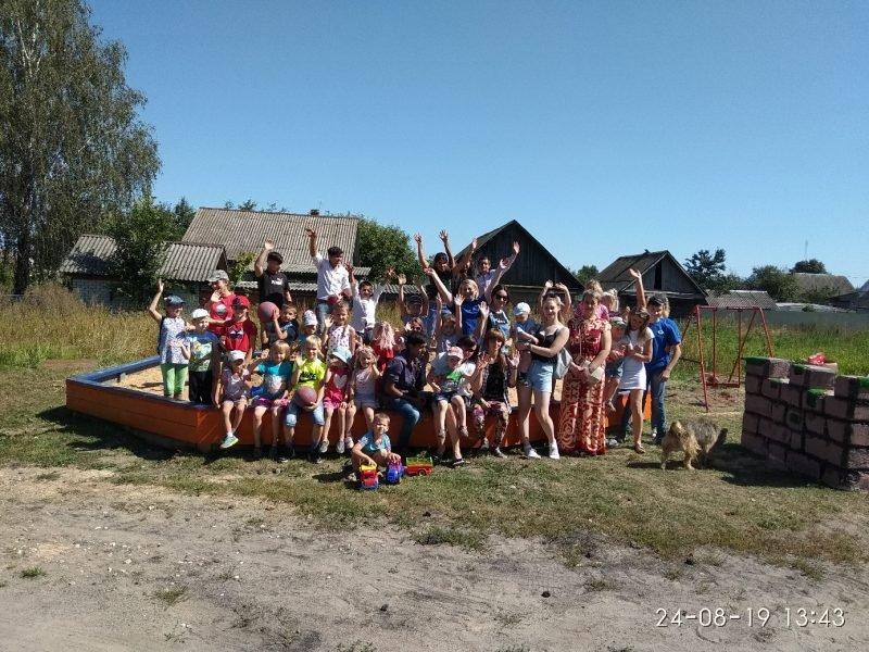Новозыбковским школьникам подарили рюкзаки