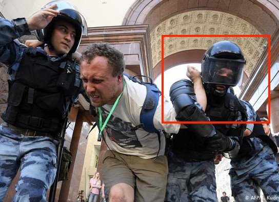 Брянского ОМОНовца обвинили в жестоком разгоне митинга в Москве