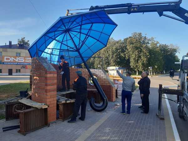 В Жуковке появилась остановка в виде зонта