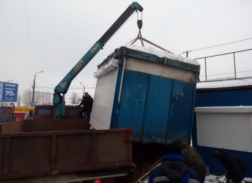 В Брянске с начала года снесли 225 незаконных киосков