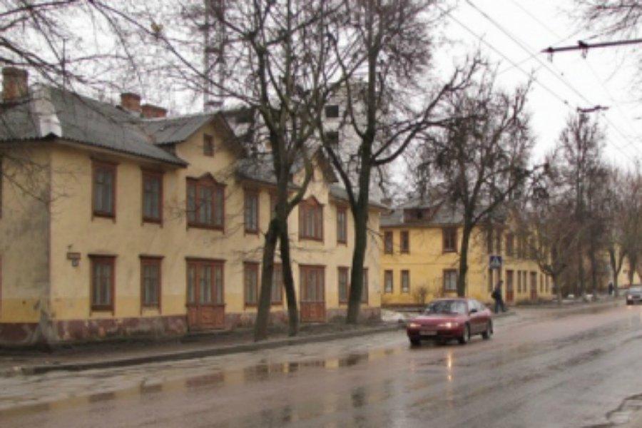 Областной суд обязал брянскую мэрию расселить два барака на Советской