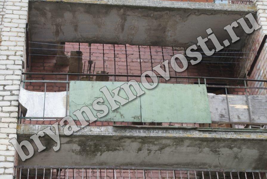 В Новозыбкове разрушился эвакуационный выход в общежитии