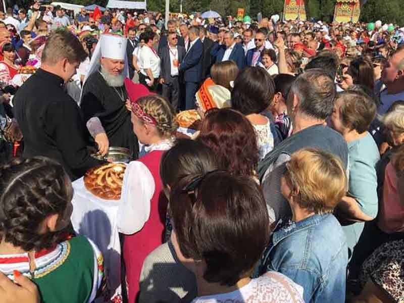 В Брянске на «Свенской ярмарке» освятили хлеб нового урожая