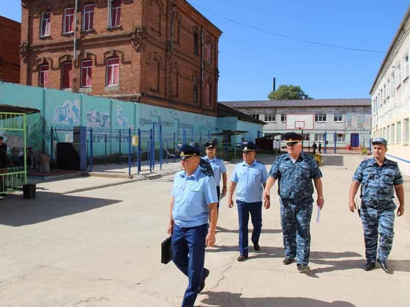 Зампрокурора Брянской области нашел нарушения в исправительной колонии №5