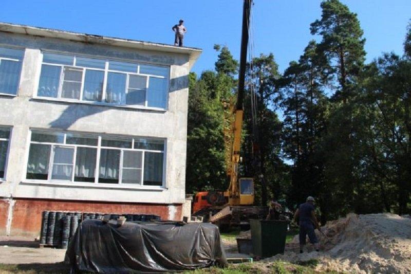 В Брасовском районе ремонтируют крыши сразу двух детских садов