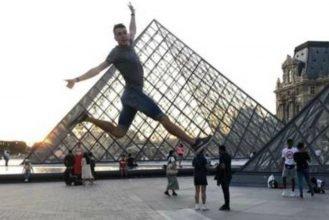 Брянский спортсмен Илья Иванюк попытался перепрыгнуть пирамиду Лувра в Париже