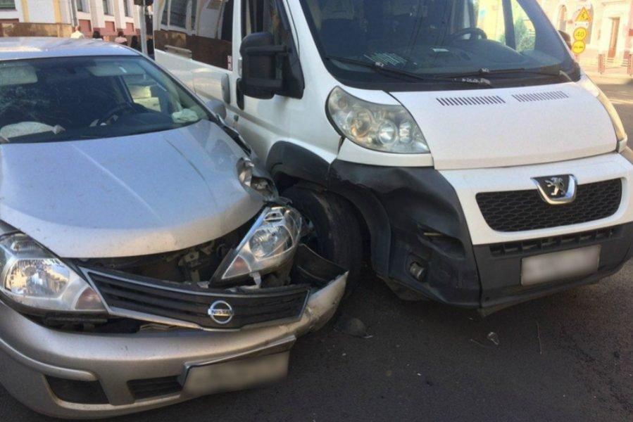 В Брянске маршрутчик-нарушитель сломал нос 37-летней пассажирке