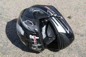 В Брянске пьяный мотоциклист въехал в бордюр