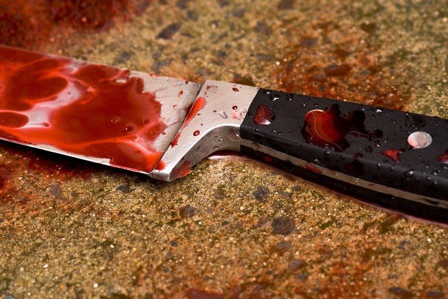 В Брянске уголовник пырнул ножом в живот обидчика родственницы