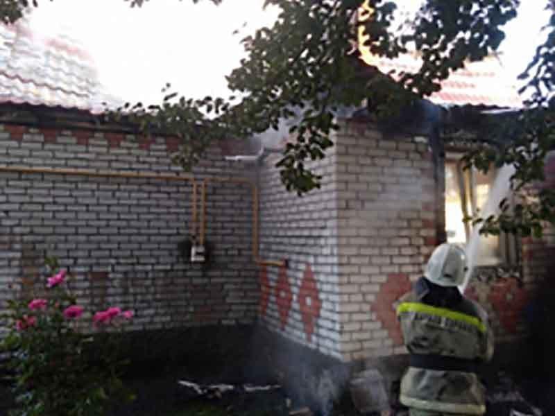Ранним утром в Глинищево тушили пожар