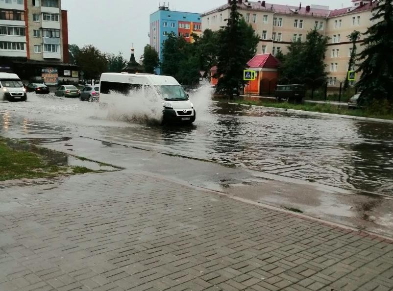Ливень затопил центр Бежицкого района Брянска