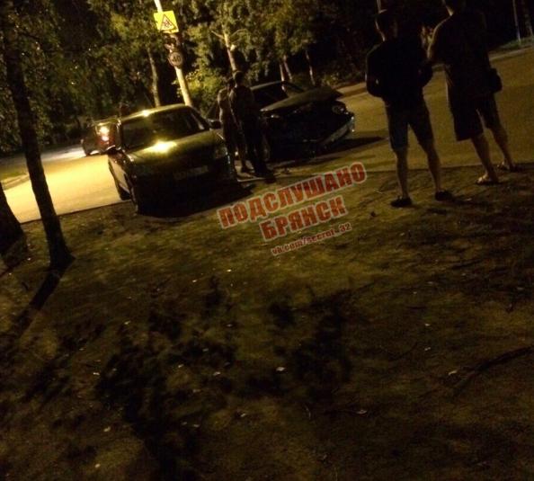 В Брянске на улице Орловской столкнулись две легковушки