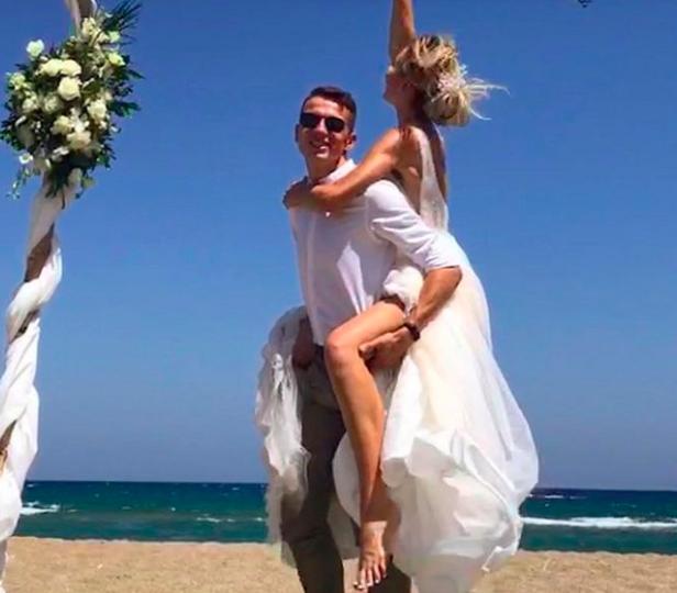 Брянский прыгун в высоту Илья Иванюк сыграл свадьбу в Греции