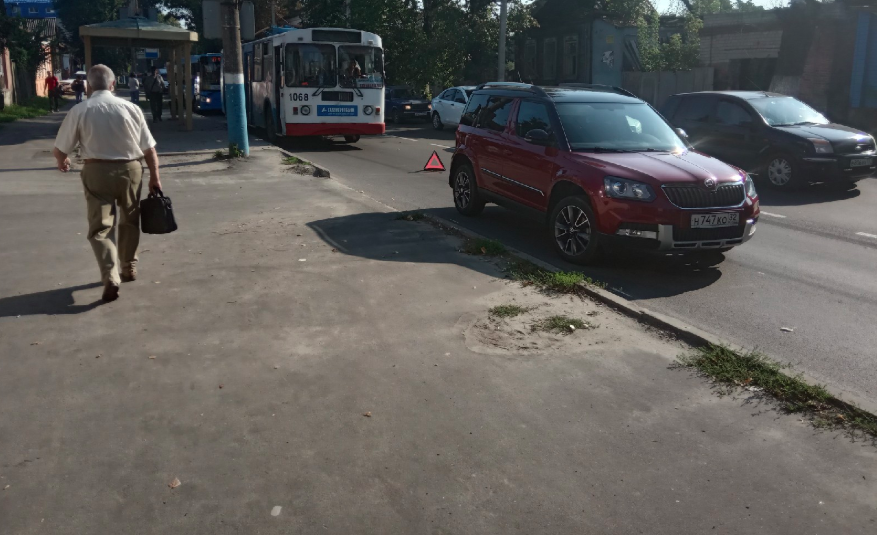 В Брянске из-за аварии с троллейбусом возникла адская пробка