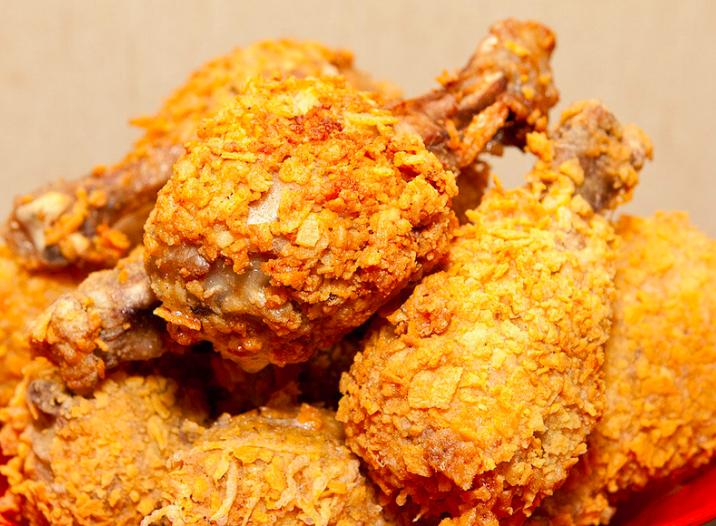 В Брянске молодая пара отравились курицей в фаст-фуд ресторане