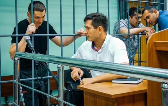 В Брянске двух экс-полицейских осудили за подброшенные наркотики