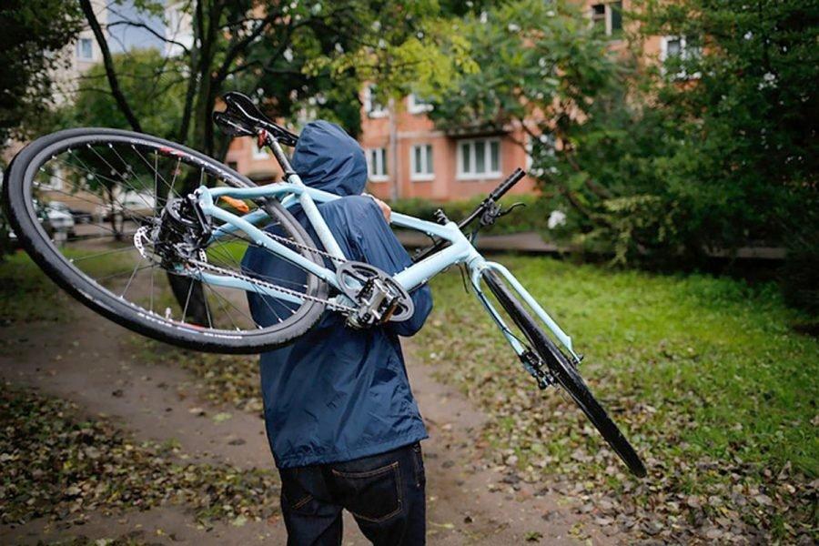 В Брянске уголовник украл припаркованный возле больницы велосипед пенсионера