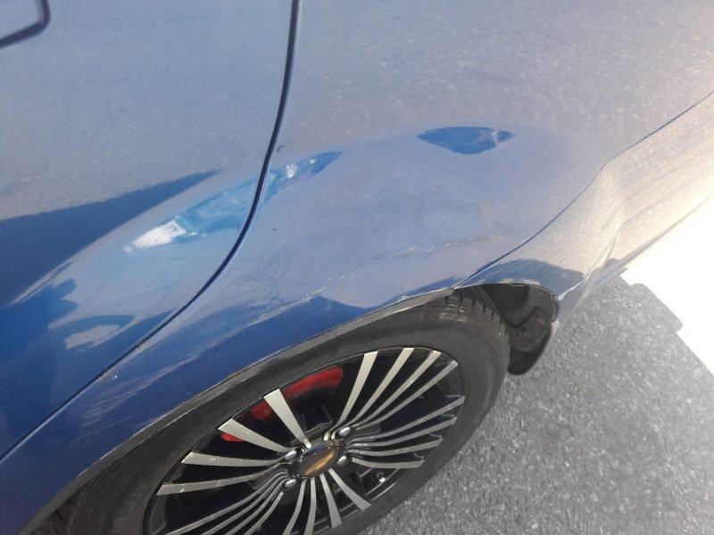 В Брянске возле «Мельницы» неизвестный водитель помял автомобиль