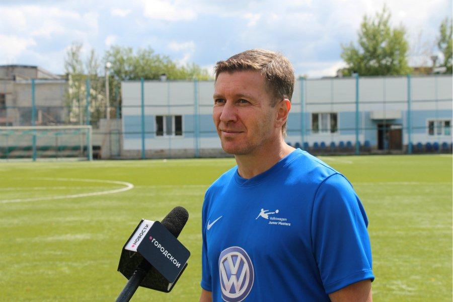В Брянске мастер-класс для юных футболистов провел легенда «Спартака» Валерий Кечинов