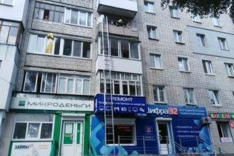 В Брянске пожарный спас 4-летнего мальчика от падения с балкона